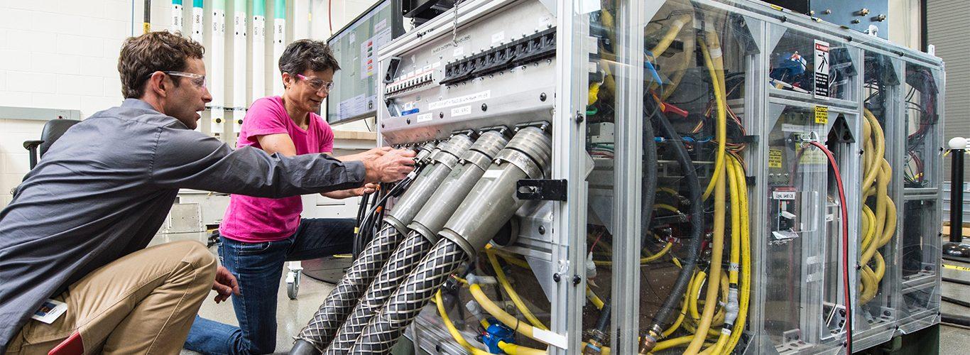 C.14 Trabajos de instalación, mantenimiento y reparación de equipos informáticos, automatismos y su programación, ordenadores y sus periféricos o