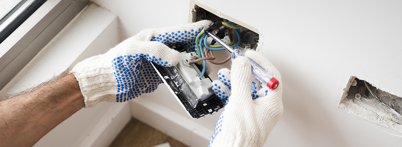 C.15 Instaladores y reparadores de líneas y equipos eléctricos